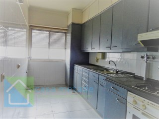 Apartment with a lot of potential to recover is t3 with 2 wc, concrete building  | 3 Bedrooms | 2WC