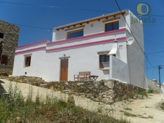 Typical chalet with fabulous views of the sea and mountains | 2 Bedrooms + 1 Interior Bedroom