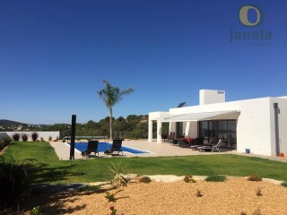 Wonderful contemporary style villa with pool and views field | 4 Bedrooms | 4WC
