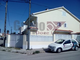 Semi-Detached House › Seixal | 3 Bedrooms | 2WC