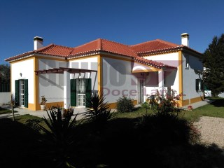 Detached House In Vila Nogueira De Azeitao | 2 Bedrooms | 2WC