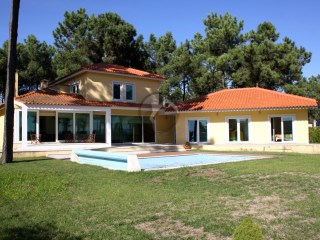 Detached House › Almada | 4 Bedrooms | 2WC