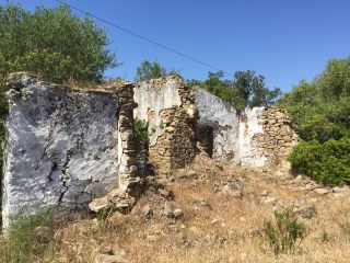 Land with ruin with good contryside view |