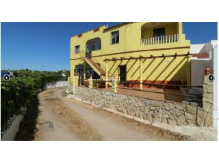 Excellent 3 bedroom Villa +1 in quiet area near the town of Olhão.