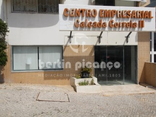 Shop with 390 m2 in Faro. |