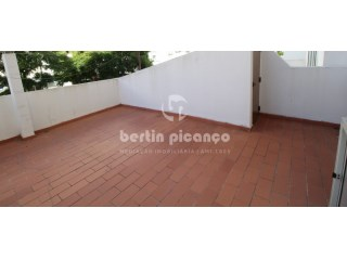 2 bedroom apartment with terrace, in the central area of Faro. | 2 Bedrooms | 1WC