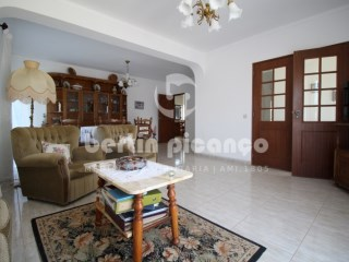 Detached single storey located in Montenegro, near the beach and the airport. | 2 Bedrooms + 1 Interior Bedroom | 2WC