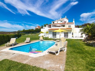 3 Bedroom Villa With PRIVATE POOL And LARGE GARDEN At QUINTA DO SOBRAL | 3 Bedrooms