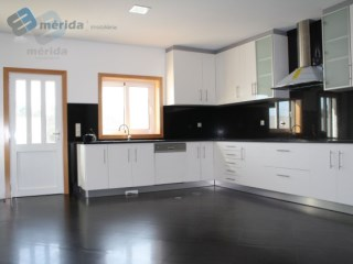House › Espinho | 3 Bedrooms + 1 Interior Bedroom | 4WC