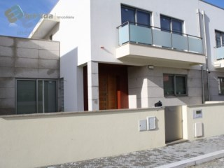 House › Espinho | 4 Bedrooms | 3WC