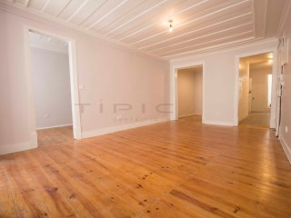 Apartment T2 +1, Alfama-Santa Maria Maior, Lisbon | 2 Bedrooms + 1 Interior Bedroom | 1WC