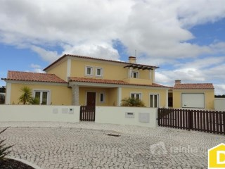 Beautiful 4 bedroom House - 12 min. from Lourinhã and 15 min. from the beaches of the region