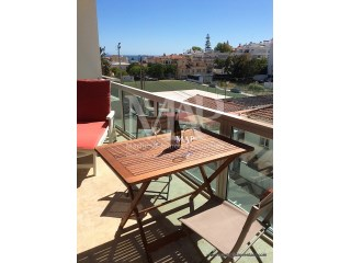 Lovely apartment in Estoril only 5 minutes walking from the beach! Great location, fully equipped with a gorgeous balcony to have your 'al fresco' meals. The best choice for your relaxing holidays! | 2 Pièces | 1WC