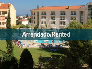 Apartment in Carcavelos, in condominium with swimming pool. Furnished. | 3 Bedrooms | 3WC