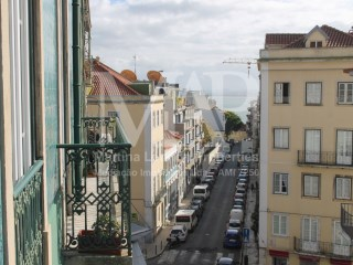 T1  apartment refurbished in a Pombalino building from the beginning of the XX Century, overlooking the river, in one of the most beautiful areas of Lisbon, Lapa. Charming building, without elevator. | 1 Bedroom