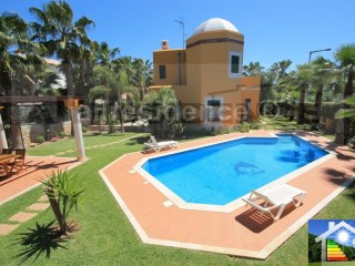 Detached House › Albufeira | 3 Bedrooms + 1 Interior Bedroom