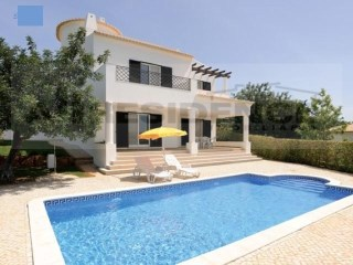 Detached villa on private condominium with 24 H security. | 2 Bedrooms + 1 Interior Bedroom | 1WC