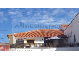 Traditional Apartment/house fully refurbished and in the center of Algoz. |