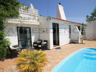 Single storey bungalow with 3 + 1 bedrooms and swimming pool at the foot of the praia da Oura. | 3 Bedrooms | 2WC