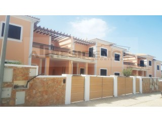 Terraced house with 3 bedrooms and private backyard. New | 4 Bedrooms | 3WC