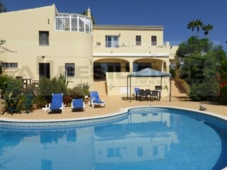 Villa with 6 bedrooms, swimming pool, garage and sea view. Potential to B&B. | 6 Bedrooms