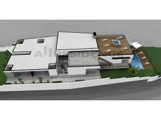 Land with old house and a project for a luxury villa. |