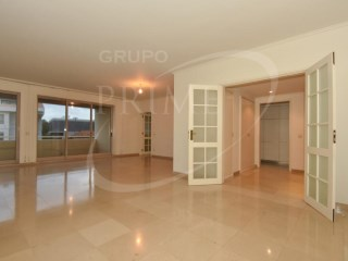 Apartment › Porto | 3 Bedrooms + 1 Interior Bedroom | 3WC