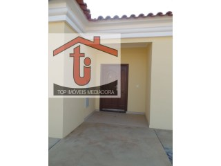 House › Viana | 4 Bedrooms | 2WC