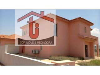 House › Talatona | 3 Bedrooms + 2 Interior Bedrooms