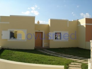 Semi-Detached House › Silves | 4 Bedrooms + 1 Interior Bedroom | 1WC