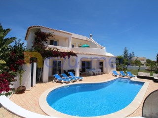 Detached villa of 4 bedrooms near Algarve Shopping and Guia | 4 Bedrooms | 4WC