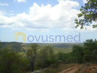 Rustic land with sea view near Paderne |