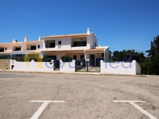 Terraced house close to the centre of Albufeira | 3 Bedrooms | 2WC