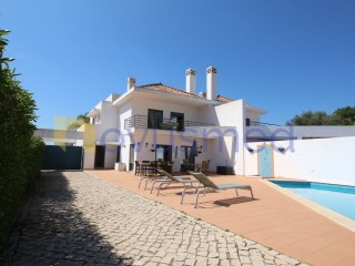 Semi-detached villa with four bedrooms and pool located in Boliqueime, Loulé, near Vilamoura, Algarve | 4 Bedrooms | 3WC