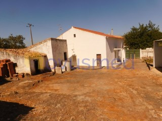 Old house, less than 20 km from the beaches | 3 Bedrooms | 1WC