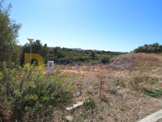 Plot of land with approved project of a detached villa type T4 of contemporary architecture |