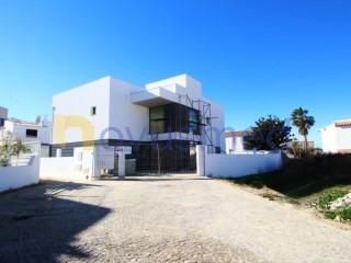 Excellent 3 bedroom villa with modern lines |  | 1WC