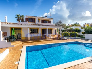 Villa with 4 bedrooms all with air conditioning. | 5 Bedrooms | 3WC