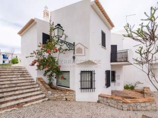 Four Bedroom Townhouse, with Sea Views, in Vale do Lobo | 4 Bedrooms | 3WC