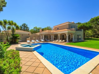 QUINTA DO LAGO (SAN LORENZO), FOUR BEDROOM VILLA NEAR FACING THE GOLF COURSE | 4 Bedrooms | 5WC