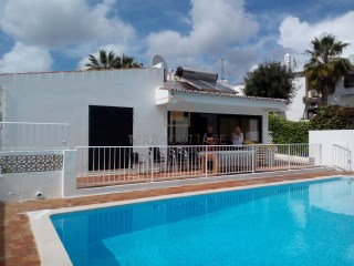HOLIDAY RENTALS - Villa near the Beach, (3 Bedroom / Sleeps 6) Olhos de Agua, Albufeira | 3 Bedrooms | 2WC