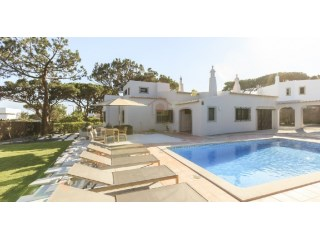 Four Bedroom Villa, with Swimming Pool, in Vale do Lobo | 4 Bedrooms | 4WC