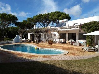 HOLIDAY RENTALS, Villa in Quinta do Lago (3 Bedroom/ Sleeps 6) | 3 Bedrooms | 3WC