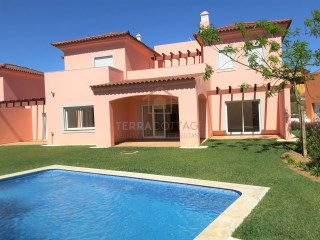 New Built Three Bedroom Villa, with Swimming Pool, Vilamoura | 3 Bedrooms | 3WC