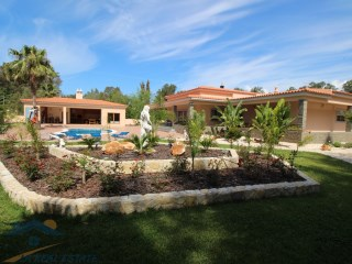 Modern Fantastic House 3+2 Bedrooms in Golf, Algarve | 3 Bedrooms + 2 Interior Bedrooms | 4WC