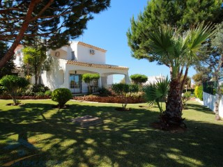 Gorgeous village with 9 Rooms for sale in Mosqueira, Albufeira, Algarve | 9 Bedrooms | 7WC