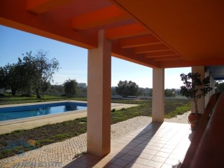 Modern one story house in Alvor, Algarve | 4 Bedrooms + 1 Interior Bedroom | 5WC