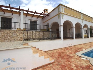 Charming 3 bedroom Villa with breathtaking view just out of town - Loule | 3 Bedrooms + 1 Interior Bedroom | 4WC