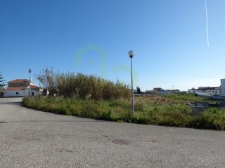 Plot of land with 533m2, 7 km from Ericeira, inserted in a residential area with sea view. |