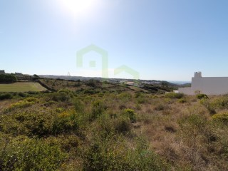 Land with 3,937 m ², with pleasant view over the countryside. Good road access to Lisbon. Located in a village only 3 km from the beaches. |
